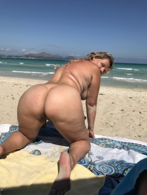 Beach Granny Pics