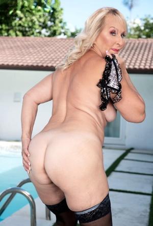 Blonde Granny Pics