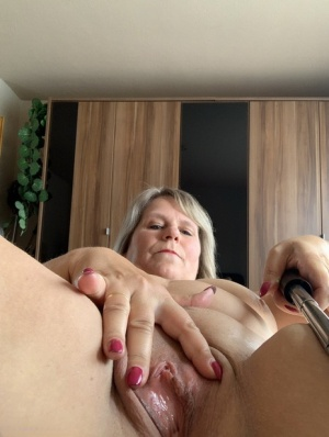 Granny Selfshot Pics