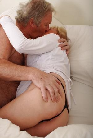 Granny Kissing Pics