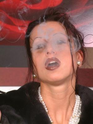 Smoking Granny Pics